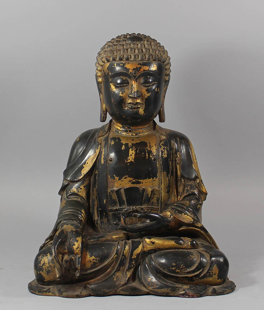 Large Chinese bronze Budha in Ming(
