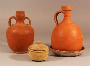 Lot comprising two ancient jugs and a small box with