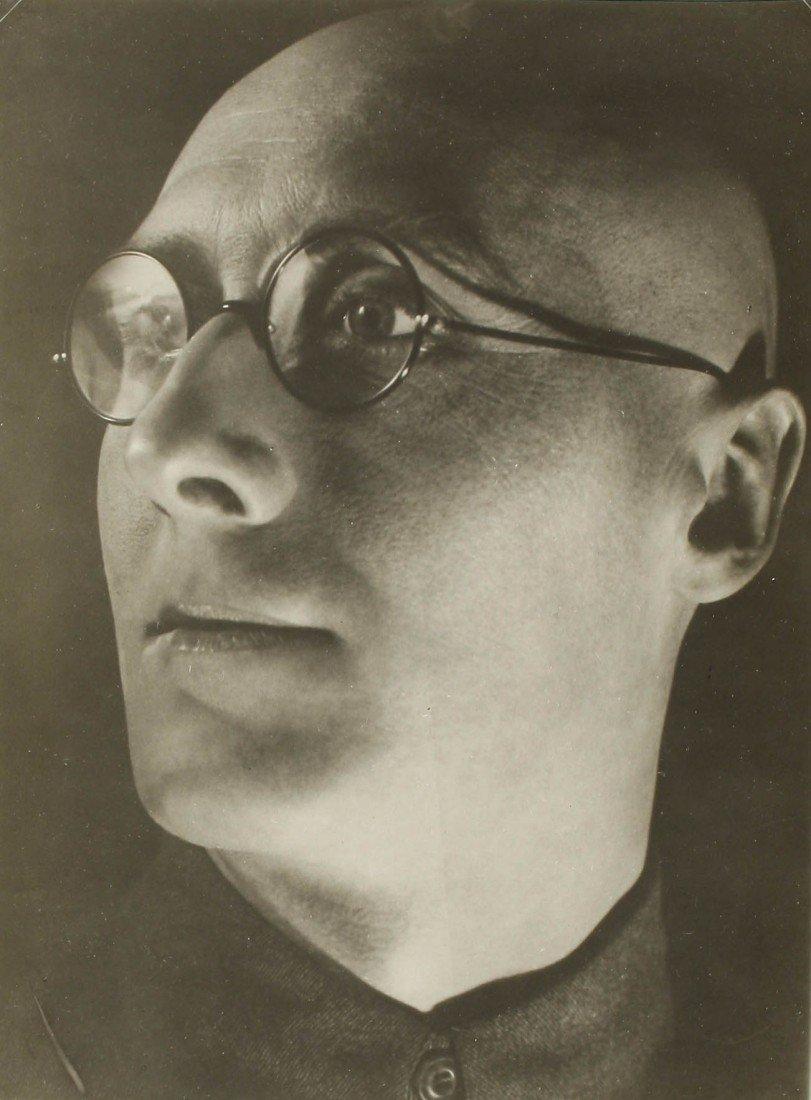 1   Alexander Rodchenko (1891-1956)  The poet Tretyako