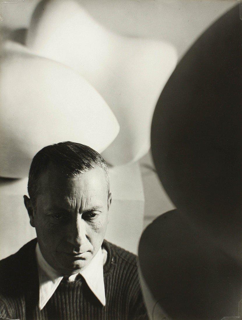 15   Florence Henri (1893-1982)  Portrait de Jean Arp,