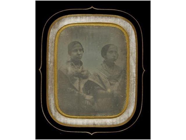 2   Fotógrafo desconocido (XIX)  Retrato de dos mujere