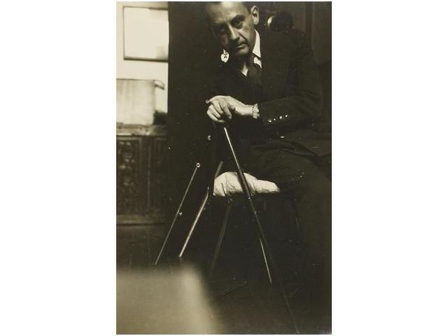 1: Autorretrato con bastón, self-portrait with walking