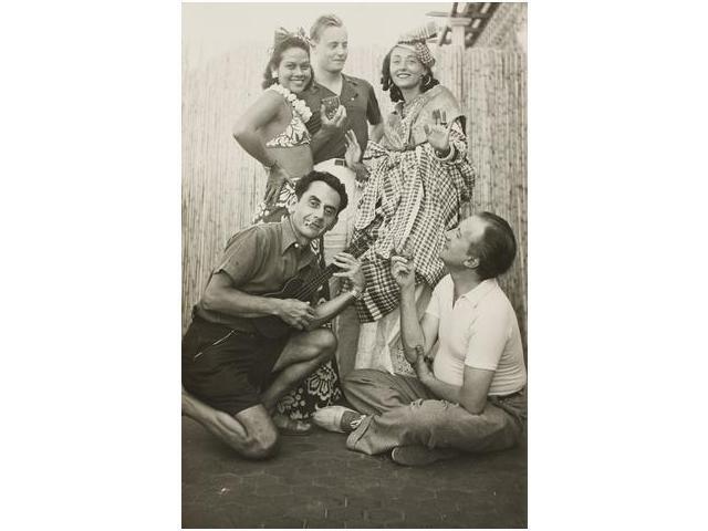 6: Man Ray y Ady en una fiesta antillana, Antibes, Man