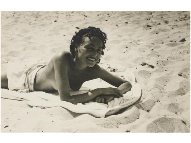 23: Nusch Éluard en la playa, década de 1930, Nusch Élu