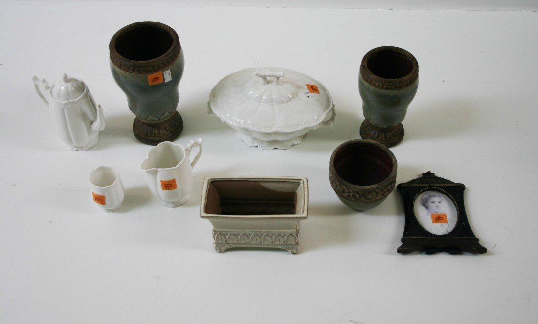 11: A collection of miscellaneous modern Porcelain and