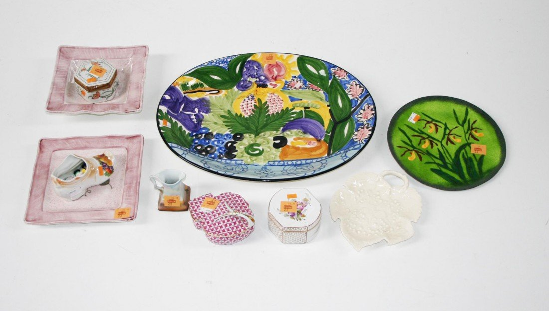 22: A Collection of assorted Ceramics, comprising a lar