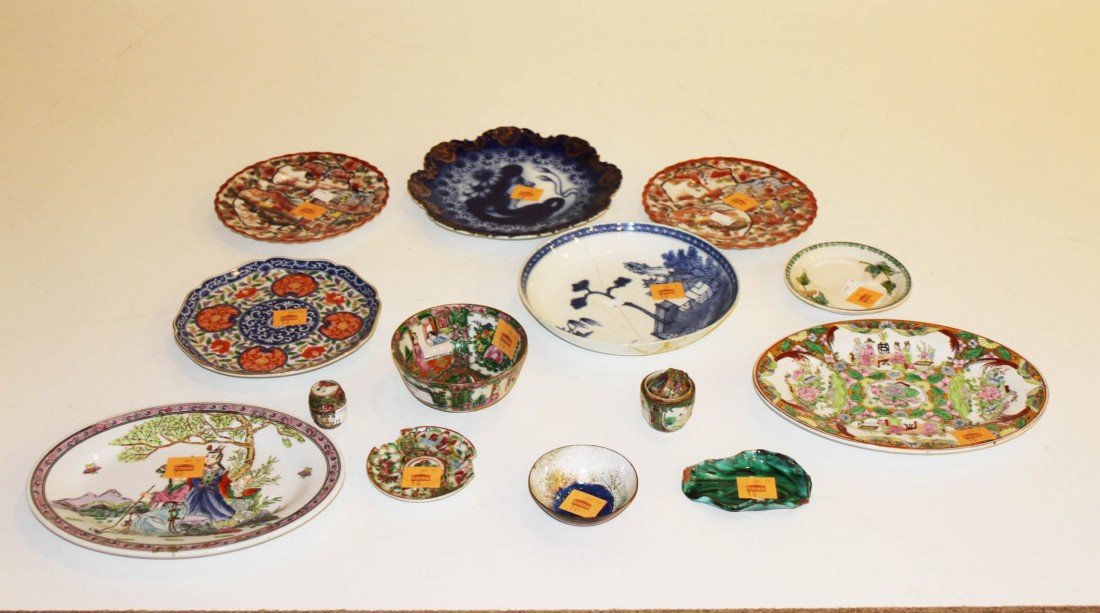 10: A miscellaneous collection of Chinese porcelain, mo