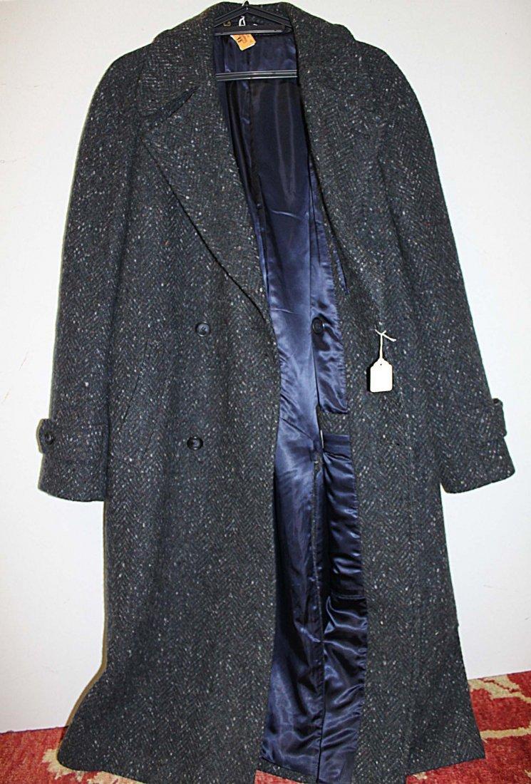 15: A gentleman's Donegal tweed overcoat, as new. (1).