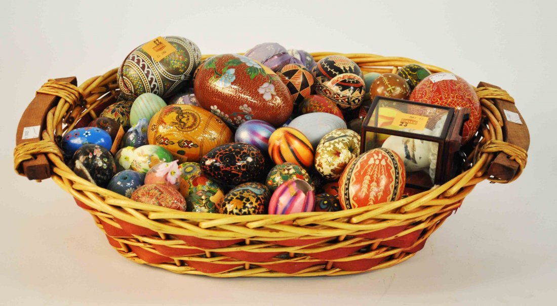 23: A large collection of miscellaneous decorative eggs