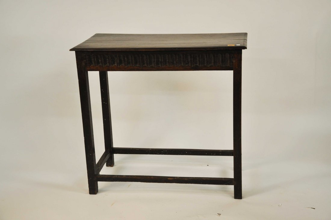 610: An oak side table, in the early 18th century style