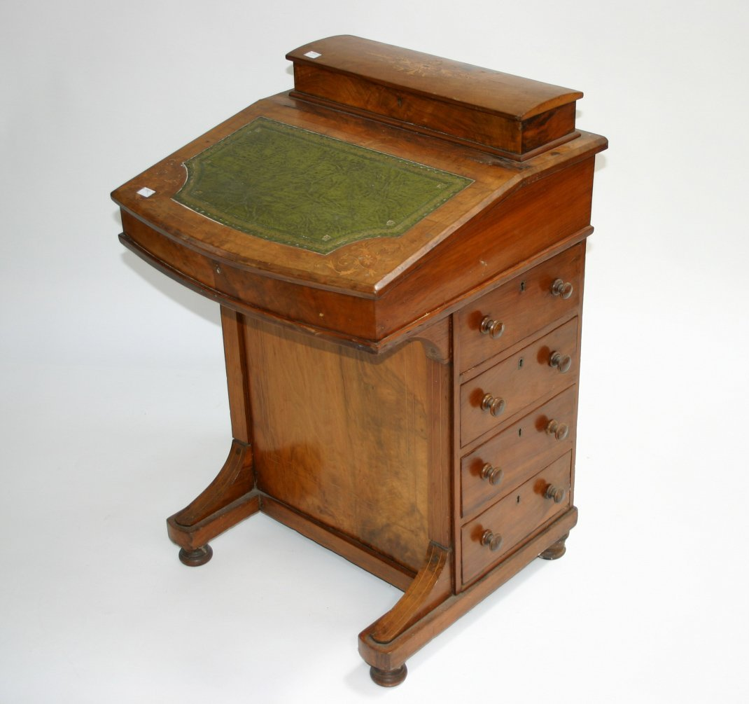 622: An attractive inlaid walnut davenport, Victorian,