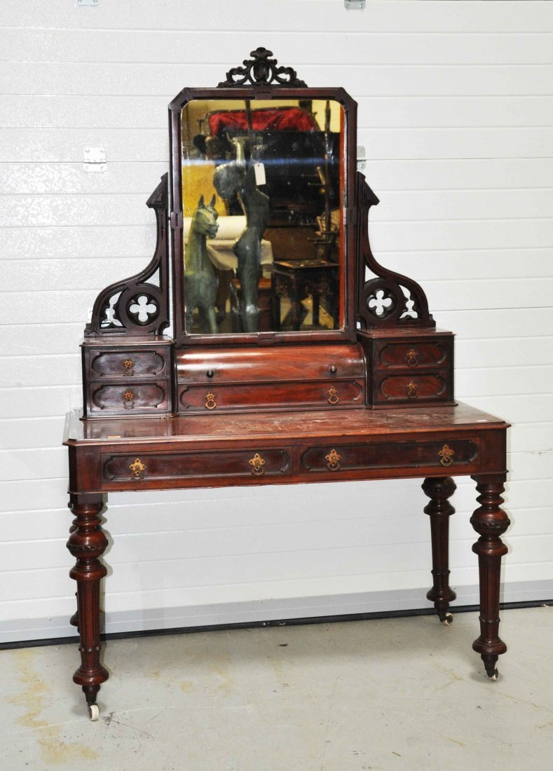 636: A mahogany dressing table, Victorian, with spring