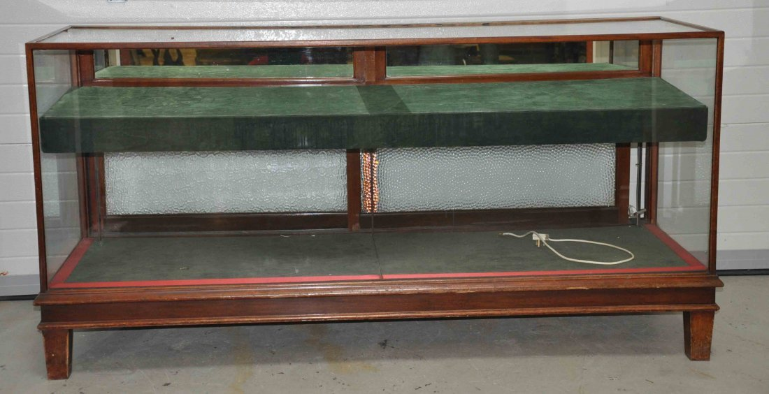 886: A pair of rectangular mahogany shop counter displa