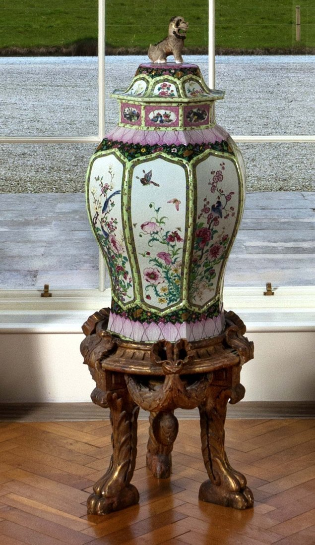 911: A Chinese Famille Rose alcove Vase and cover,  Yon