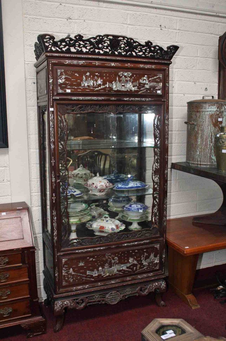 A VERY UNUSUAL CHINESE MOTHER-OF-PEARL INLAID DISPLAY