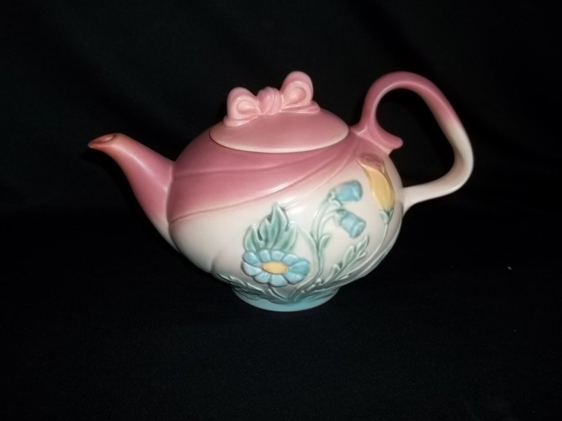 17: Hull B-20 Bow Tea Pot