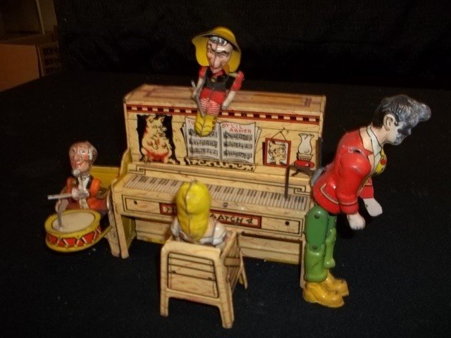 315: 1945 THE DOGPATCH Antique Tin Toy