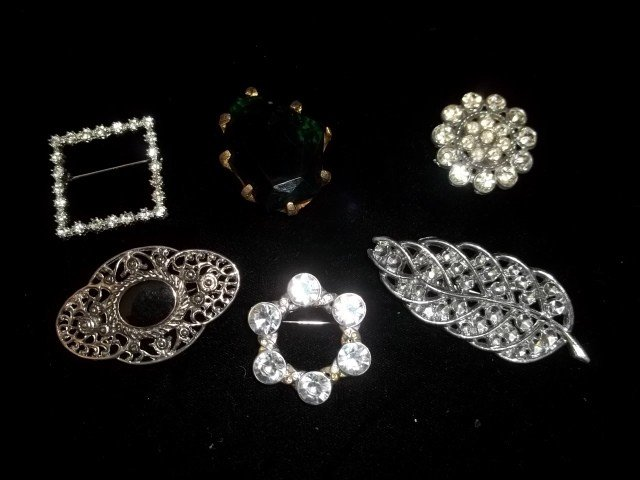 143: 6 Costume Jewelry Brooches