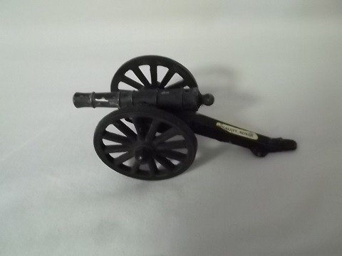 15: Cast iron penncraft USA miniature cannon