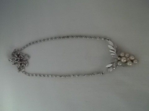 21: Avon pearl & rhinestone necklace