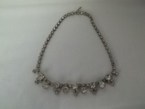 23: Vintage costume rhinestone necklace