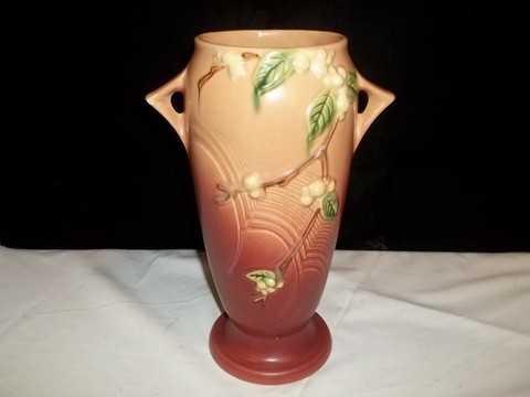 319 1v1 10 Roseville Snowberry Vase Nice