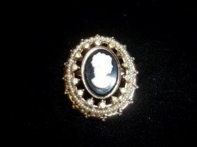 15: Nice cameo brooch