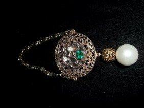 21: Unique Emerald Color brooch