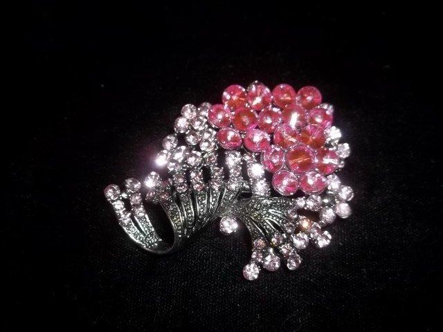 24: Nice pink Rhinestone Brooch