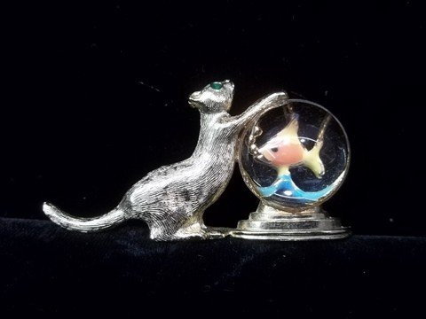 11: Nice Cat Brooch