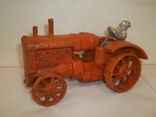"""7: 7"""" Cast Iron Tractor Toy"""