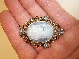 5: Nice Cameo brooch