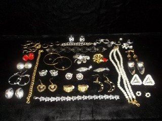 1: Huge Jewelry Lot
