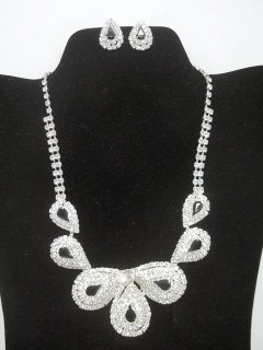 13: Rhinestone Necklace Earings Set