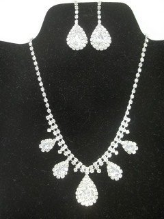 32: Rhinestone Necklace Earings Set