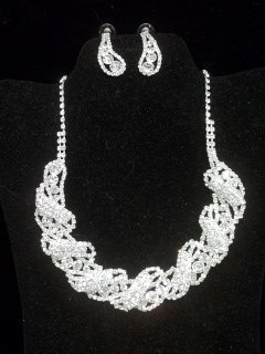 47: Nice Rhinestone Necklace Earings