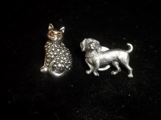 19: Cat & Dog Pins