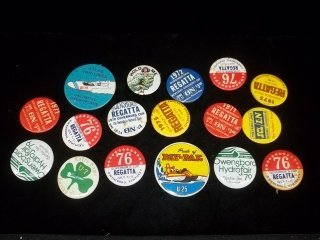 24: Vintage Pins Buttons lot
