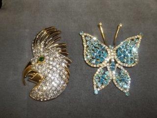1: Butterfly Parrot Brooch Lot