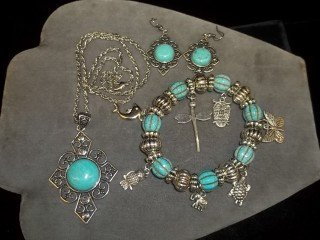 5: NA Style Necklace Earing Bracelet Set