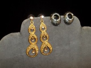 8: 2 Sets Earrings