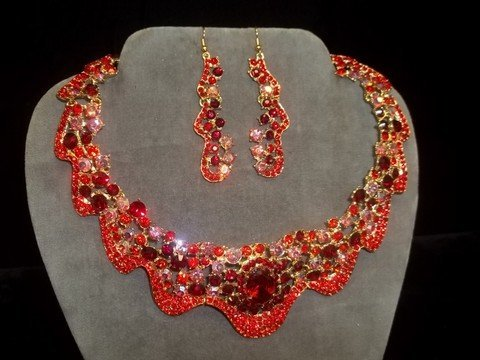 20: Beautiful Ruby Red Rhinestone Necklace Earing