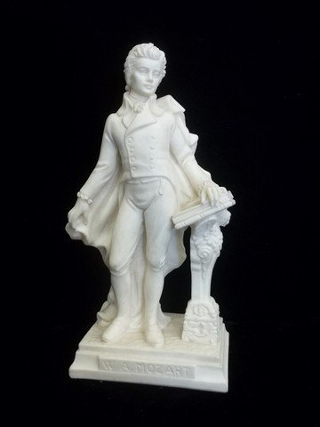 11: Faro Austria Mozart Statue