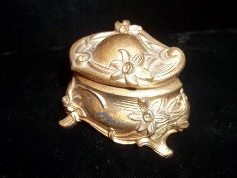 "22: Flower Pattern Old Jewelry Box 3"""