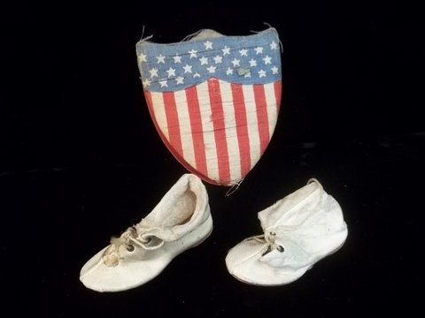 24: Old US Flag Box w/leather doll shoes