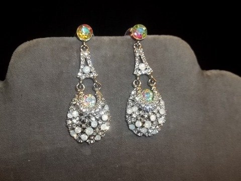 16: Nice Rhinestone Earrings