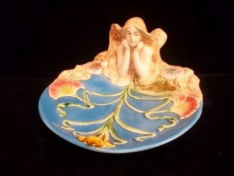 6: Nice Lili Majollica Dish Lady With Locks 9 Inch