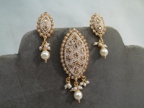 13: Vintage bead Earrings Pendant