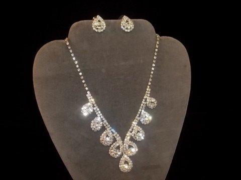 19: Rhinstone teardrop Necklace & Earrings
