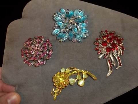 11: 4 Brooch Lot